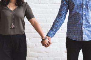 Phasen einer Beziehung - Hand in Hand