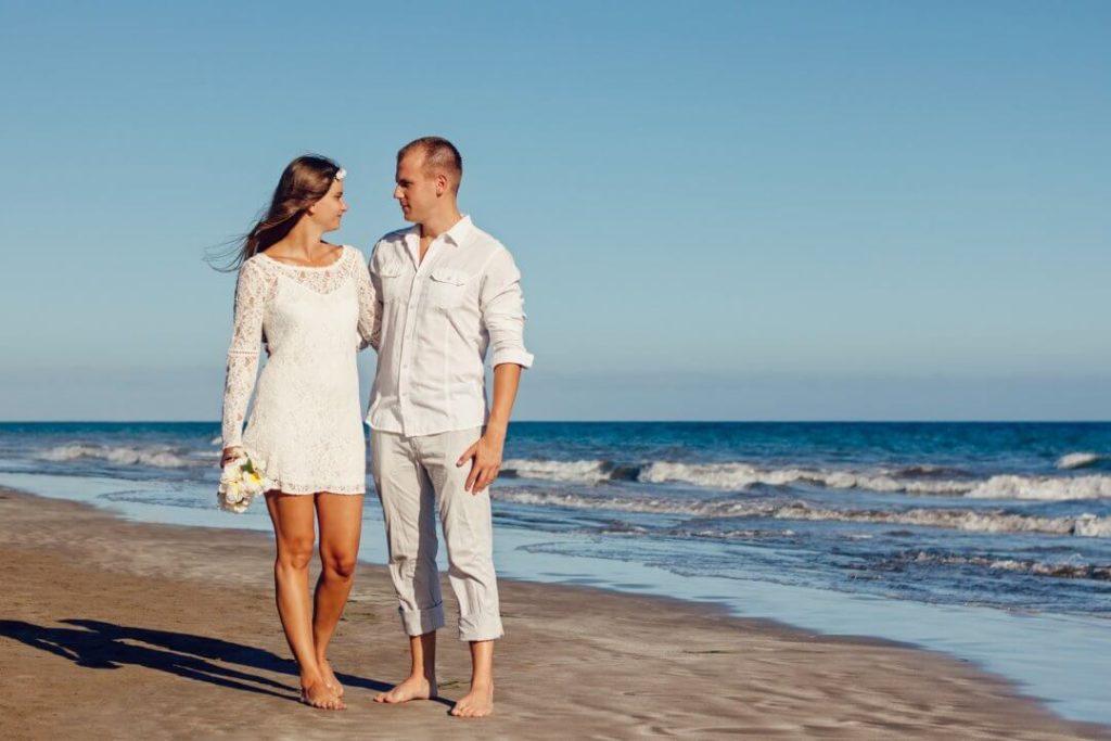 Offene Beziehung ein Paar am Strand