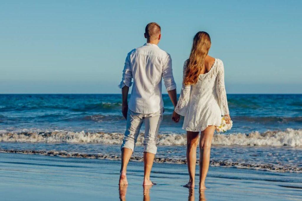 Liebesbeziehung - Pärchen am Strand