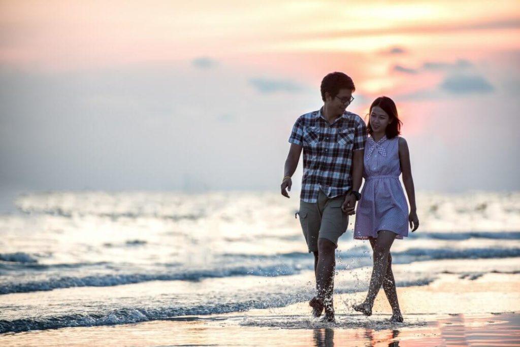 Neuanfang in der Beziehung - Pärchen am Strand