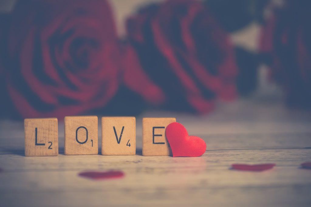 Liebe und Beziehung als Dominosteine